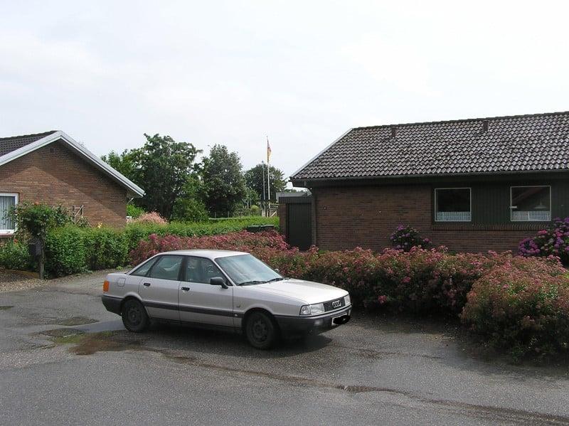 Audi 80 og bedstefars tidligere hus
